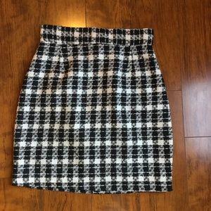 Expressions- beautiful plaid short skirt. Size 6